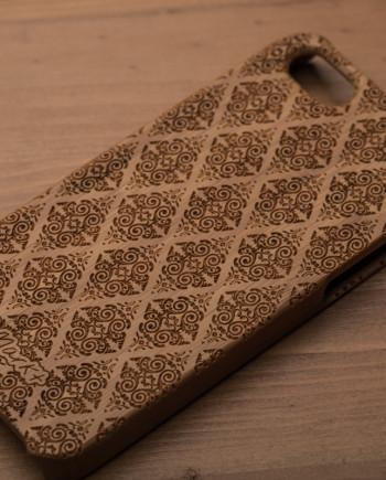 деревянный чехол на iphone 5